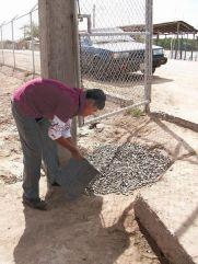 NL68_07_schoolboy_fixes_pothole