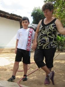 Tonio con su abuela