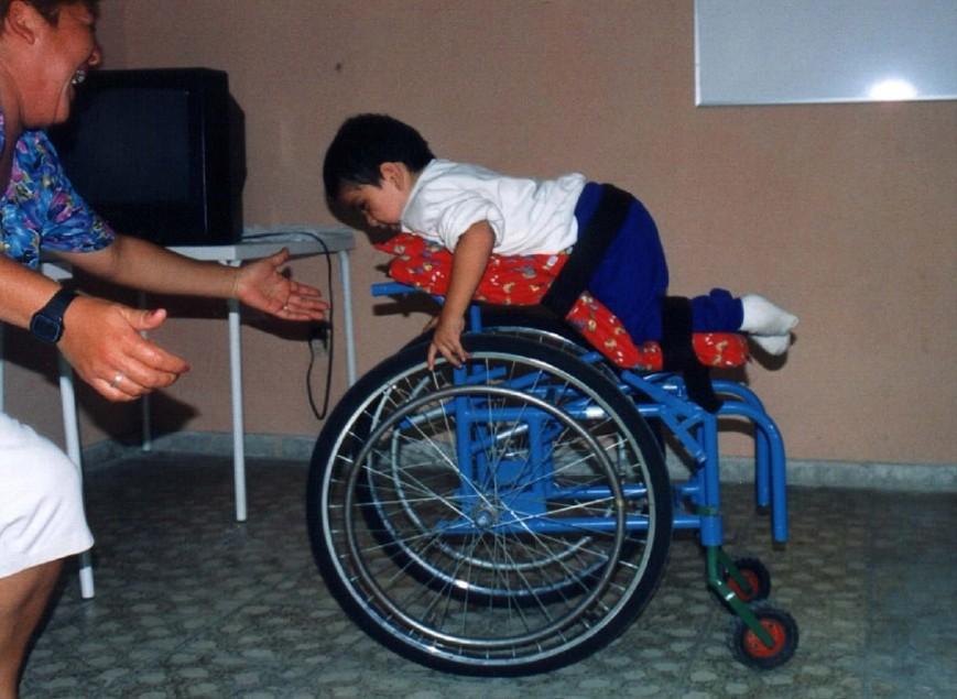 NL77-H-07  PJD-Spina bifida kid in stretch chair