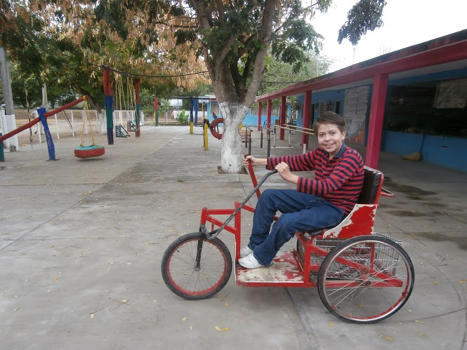 Tomás quickly learned how to ride the hand-powered tricycle.